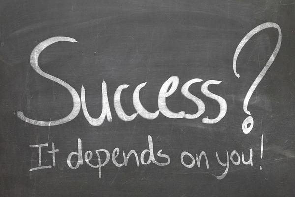 El éxito suele preceder a la arrogancia, y la arrogancia al fracaso