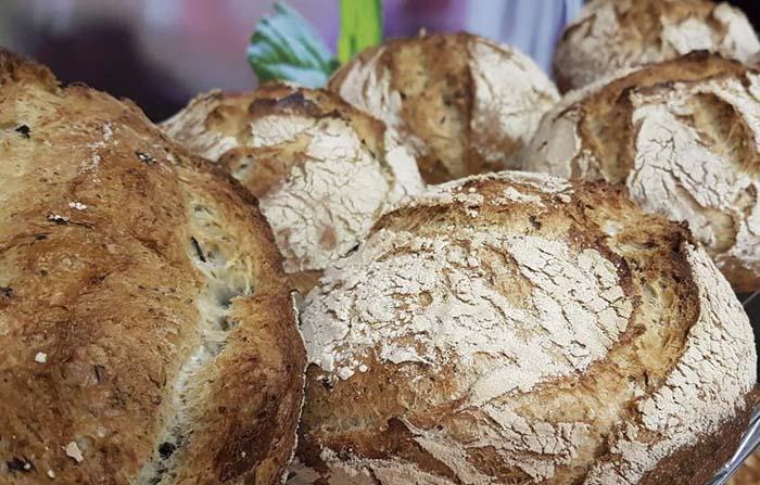 El maltrato de un producto básico e imprescindible como el pan