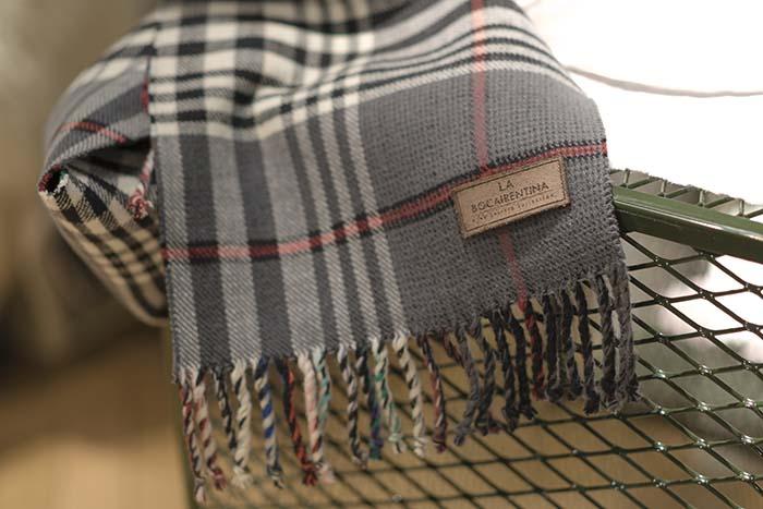 Productos singulares: La Bocairentina, mantas de vestir y bufandas