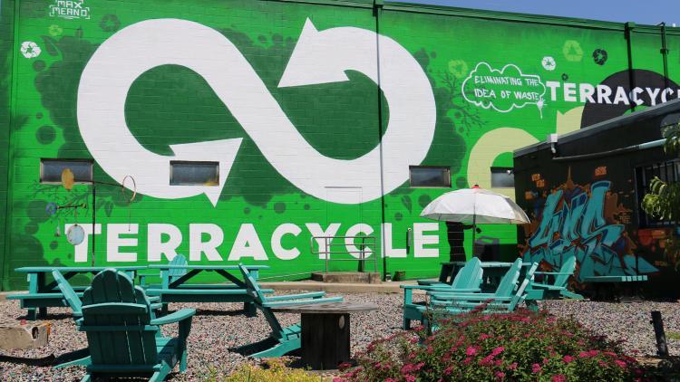 Terracycle, reciclaje de colillas para su transformación en otros productos