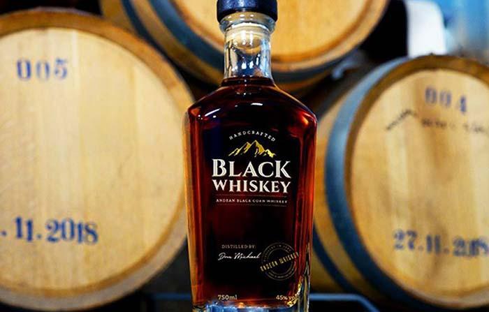 Black Whiskey, el primer destilado elaborado a partir de maíz morado