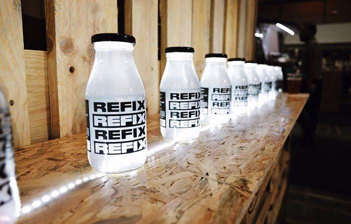 Refix, bebida reconstituyente para la resaca elaborada con agua de mar